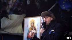 Арсений Яценюк на одном из митингов в центре Киева