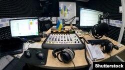 «Hayat» qırımtatar radiosınıñ studiyası, nümüneviy resim
