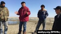 Жители села Нарын рассказывают о проблемах их населенного пункта. Атырауская область, 10 апреля 2017 года.