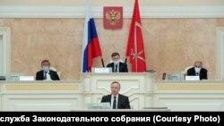 Губернатор Петербурга Александр Беглов во время отчета перед парламентом