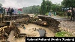 27 червня ДСНС повідомила, що продовжуєліквідовувати наслідки паводку на території західних областей України
