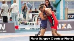 Марат Гарипов (қызыл формада), грек-рим күресінен Бразилия құрамасының мүшесі.