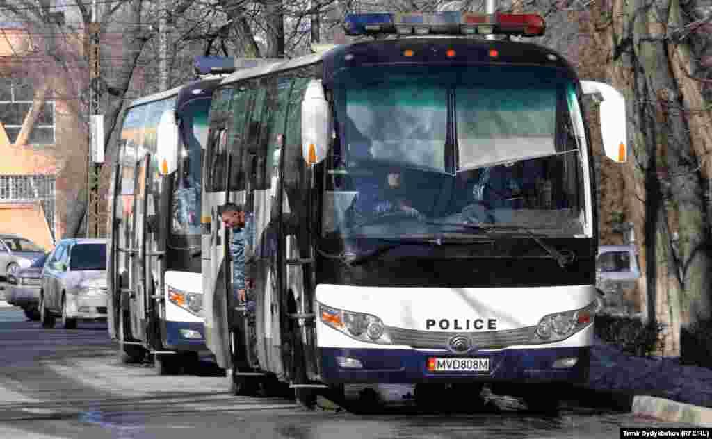 Автобус с милиционерами