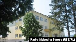 Obnovljena zgrada gimnazije u Derventi, august 2014.
