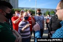 Першы сакратар менскага БРСМ Сяргей Клішэвіч называе правакатарам чалавека, які задаваў пытаньні падчас збору подпісаў