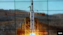Сюжет на северокорейском телевидении о запуске ракеты.