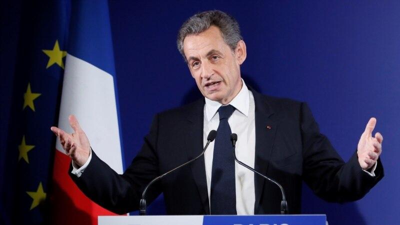 Поранешниот француски претседател Саркози во притвор