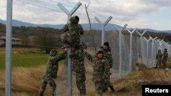 Unul din multele garduri ce divizează Europa...