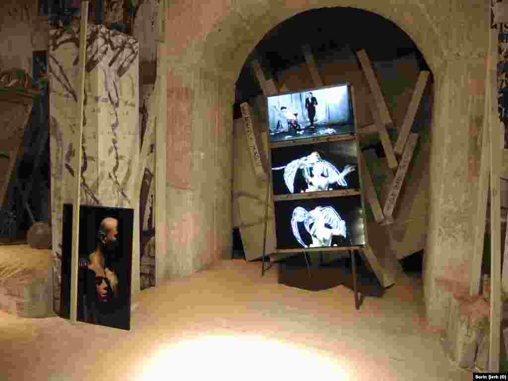 Dragoș Galgotiu Exhibition 2 Sand rooms 6
