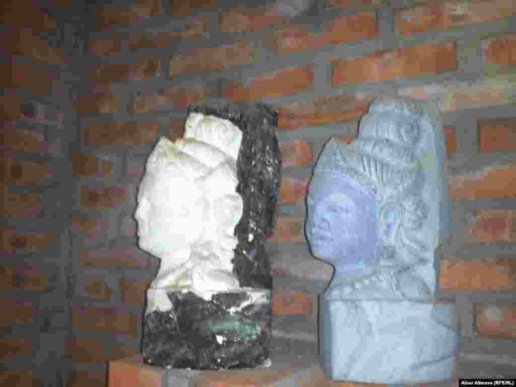 «Тьямның Пошану мұнаралары» ғибадатхана кешеніндегі тастан қашалған мүсіндер.