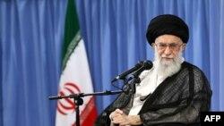 Иранның жоғары басшысы – ислам революциясының жетекшісі, аятолла Әли Хаменеи. Тегеран, 7 маусым 2017 жыл.