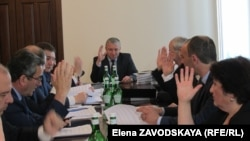 Единогласно члены кабмина проголосовали и за установление компенсационных выплат вкладчикам Сберегательного банка Абхазии в 2017 году
