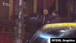Схоже, про машину журналістів вони розповіли й особистому охоронцю Богдана