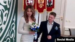 Эрика Аскарова и ее муж Виктор в казанском ЗАГСе