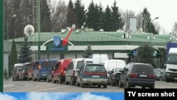 A screenshot from a Russian TV channel purportedly showing thousands of ethnic Russians fleeing Ukraine for the safety of the motherland.