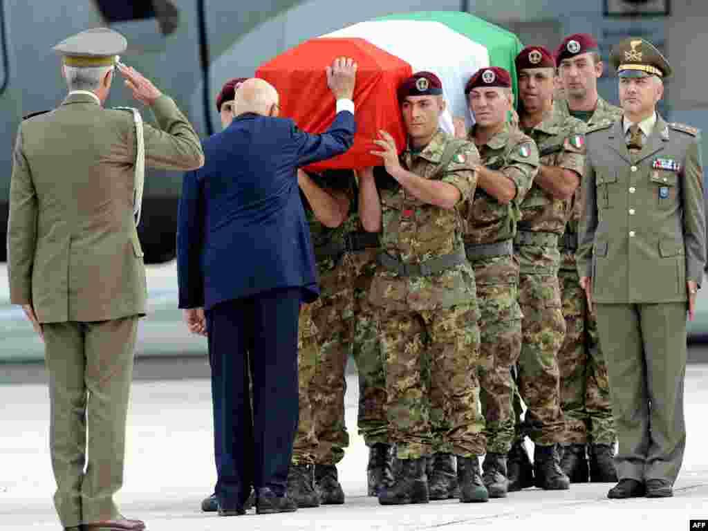 В Италии объявлен национальный траур по шести итальянским солдатам, погибшим при взрыве в Афганистане