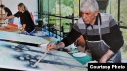 Магрез Келехсаев и в свои 75 не выпускает кисти из рук, по-прежнему много работает. Говорит, что верит в родную Южную Осетию, в то, что Цхинвал вновь станет культурной столицей