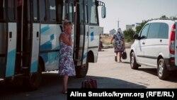 Автобус біля КПВВ «Чонгар». Архівне фото