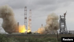 """""""Протон-М"""" зымыран тасығышының мексикалық MexSat-1 спутнигін алып ұшатын сәті. Байқоңыр, 16 мамыр 2015 жыл."""