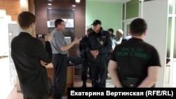 Слушатели судебного заседания в Иркутске вызвали в зал наряд полиции