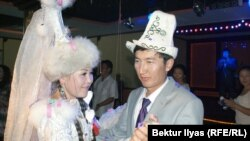 Кытайлык кыргыз жаш жубайлар