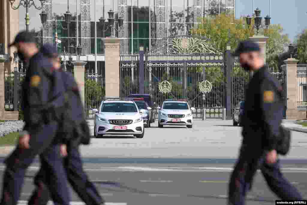 Картэж Лукашэнкі ўжо каля Палацу Незалежнасьці