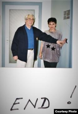 Radio Europa Liberă, ultima zi în studiourile de la München, Mircea Carp și Edelina Stoian, 4 iunie 1995. De 25 de ani, radio Europa Liberă are sediul la Praga, R.Cehă