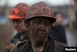 Шахтарі після виходу з вугільної шахти імені Засядька. Донецьк, 4 березня 2015 року