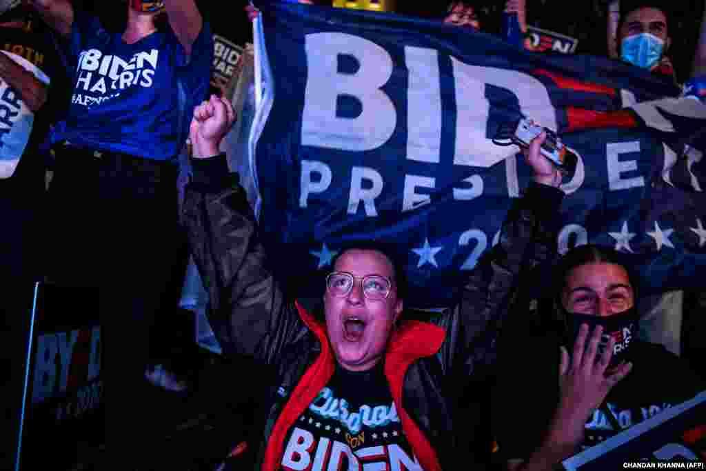 Поддржувачи на новоизбраниот претседател на САД Џо Бајден и новоизбраниот потпретседател Камала Харис во Мајами на 7 ноември 2020 година.