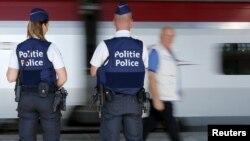 Poliţia belgiană pe un terminal feroviar din Bruxelles