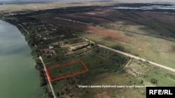 Дорогою до центру Вилкового можна побачити майже 50 соток землі, яка належить безпосередньо Віктору Гушану