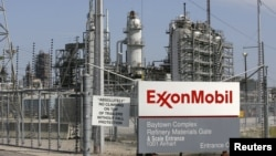 U.S. -- A view of the Exxon Mobil refinery in Baytown, Texas, 15Sep2008