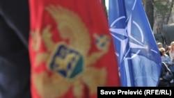 Ne poznajemni jednu zemlju članicu Saveza koja bi imala dilemu oko te ratifikacije: Jelko Kacin, ambasador Slovenije pri NATO-u (na slici: Zastava Crne Gore i NATO-a)