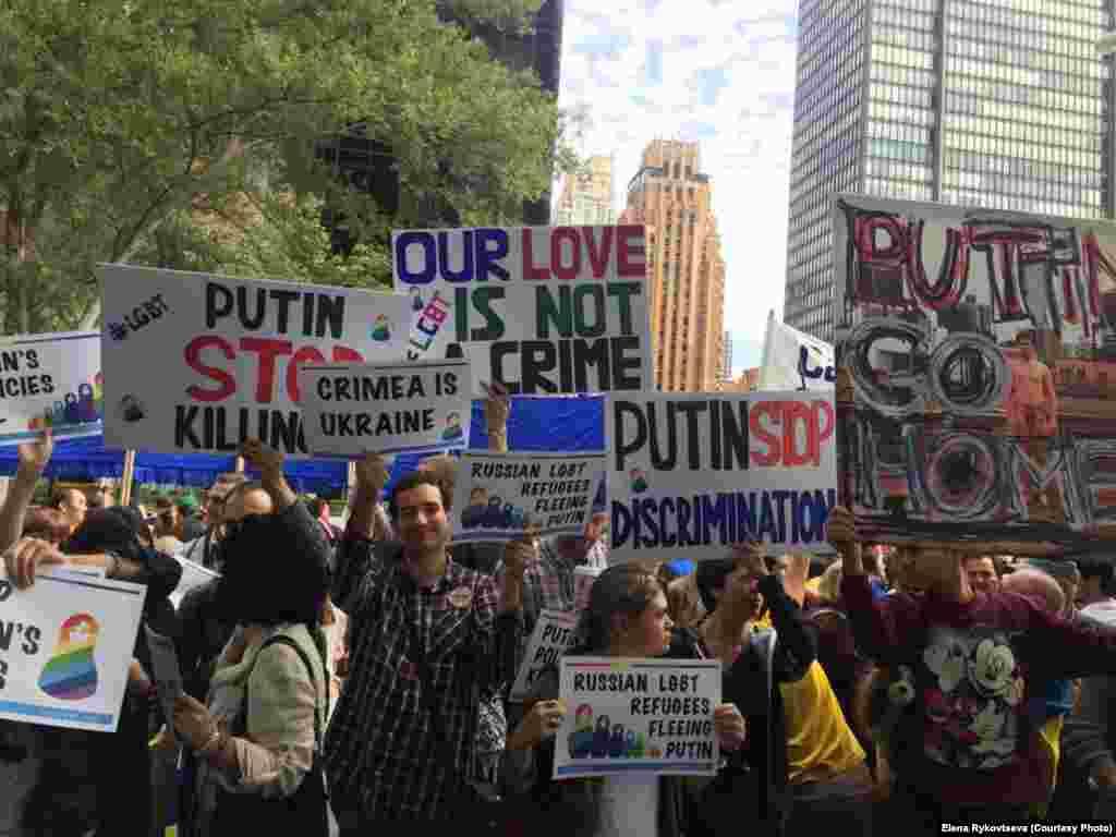 В протестах против политики России присоединились представители других общин в США.