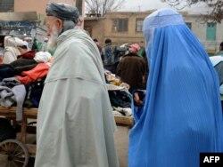 Көшедегі ауған әйелдер. Кабул, 23 қараша 2011 жыл