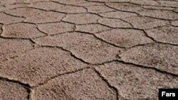 بخش وسيعی از جنوب و مرکز ايران، از هم اکنون با کمبود شديد آب مواجه شده اند. (عکس: فارس)
