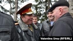 Генерал Антон Гэмурарь (в центре) на мероприятии памяти погибших в боях на Днестре