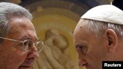 Лідери Куби і Ватикану Рауль Кастро і папа Франциск, травень 2015 року