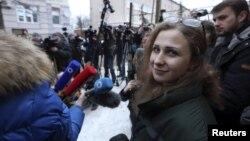 Pussy Riot-ի անդամ Մարիա Ալյոխինան ազատ արձակվելուց հետո, Նիժնի Նովգորոդ, 23-ը դեկտեմբերի, 2013թ․
