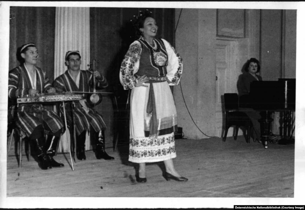 """Узбекски музиканти на концерт в """"Музикферайн"""" - днес дом на Виенския филхармоничен оркестър."""