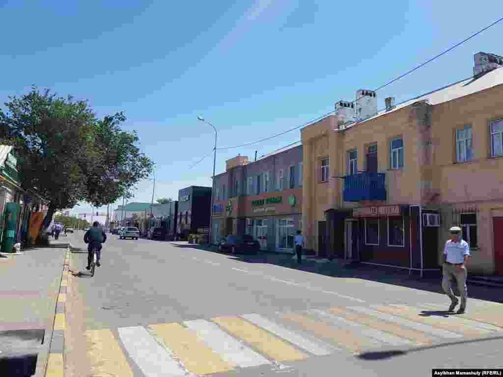 Одна из центральных улиц Арала - улица Абулхаирхана.