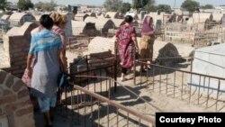 Бюджетники Бухары выходят на принудительный кладбищенский хашар. Фото со страницы facebook.com/TrollUZB.