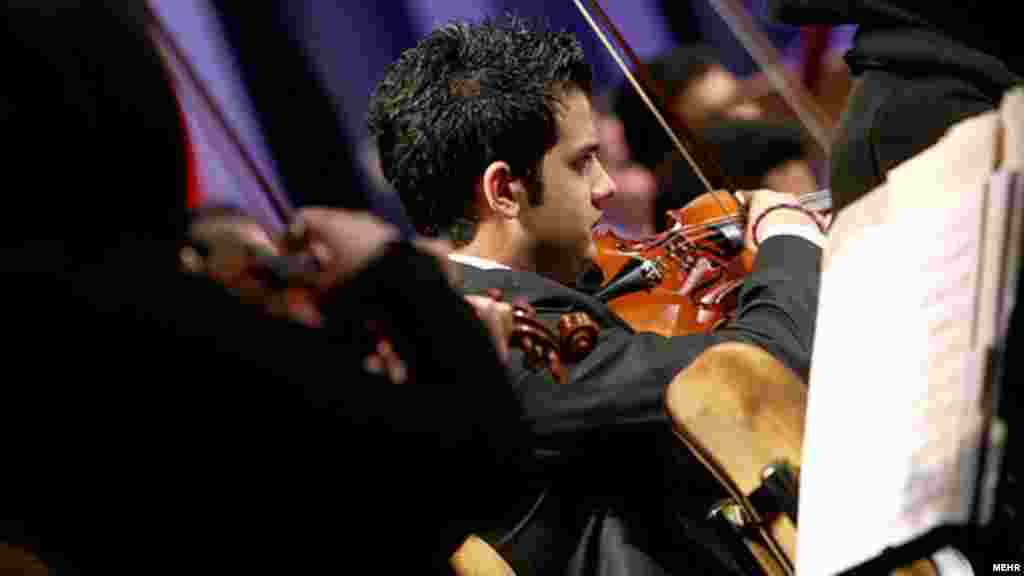 اجرای ارکستر سمفونیک تهران در دومین شب از جشنواره موسیقی فجر/ ۲۵ بهمن ۹۰