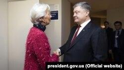 Ілюстративне фото. Президент України Петро Порошенко і директор-розпорядник МВФ Крістін Лаґард. Давос, 24 січня 2018 року