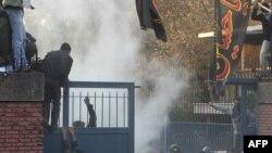 حمله به ساختمان سفارت بریتانیا در تهران