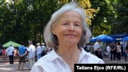 Bunica Lena în Parcul Central