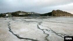 کارشناسان محیط زیست در ایران در مورد حفظ دریاچه ارومیه ابراز نگرانی کرده اند. (عکس: ایسنا)