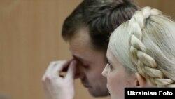 Адвокат Микола Титаренко та Юлія Тимошенко під час засідання Печерського районного суду, 8 липня 2011 року