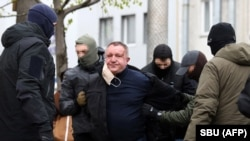 Security Service officers detain Valeriy Shaytanov in Kyiv on April 14.