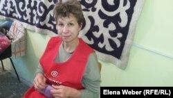Марина Лех, мастер по войлоковалянию, окончившая курсы и уже работающая в ремесленном центре «Шебер». Темиртау, 7 декабря 2016 года.